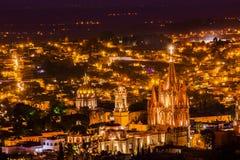 San Miguel De Allende Meksyk Miramar Przegapia noc Parroquia zdjęcia stock