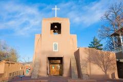 San Miguel Mission en la puesta del sol, Santa Fe, New México Foto de archivo