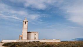 San Miguel Salinas i plaży kościół, nabierał Cabo de Gata, Almeria, Hiszpania zdjęcie stock