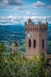 San Miniato stadsikt, klockatorn av Duomodomkyrkan San Miniato, Tuscany Italien Europa arkivbild