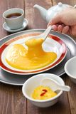 San-nian bu, Chinees die niet de pudding van de eierdooiervla plakken stock foto's