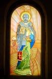 San Nicolás de Myra, pintura del icono en la ventana fotografía de archivo