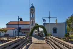 San ortodosso Nicholas Monastery individuato su due isole a Oporto Lagos vicino alla città di Xanthi, Grecia immagini stock libere da diritti