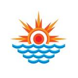 San & overzees - de vectorillustratie van het embleemconcept Zonstralen en golfwater Vectorembleemmalplaatje Stock Afbeelding