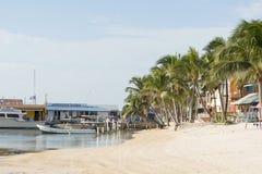San Pedro Beach On Ambergris Caye imagenes de archivo