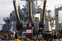 SAN PEDRO, CA - 15-ОЕ СЕНТЯБРЯ 2015: Дональд Трамп, кандидат в президенты 2016 республиканцев, говорит под большим durin оружи ли Стоковые Фотографии RF