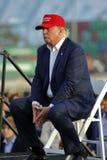 SAN PEDRO, CA - 15 DE SEPTIEMBRE DE 2015: Donald Trump, candidato presidencial republicano 2016, habla durante una reunión a bord Fotografía de archivo libre de regalías