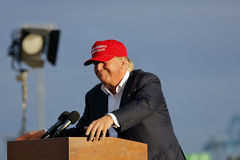 SAN PEDRO, CA - 15 SETTEMBRE 2015: Donald Trump, 2016 candidati alla presidenza repubblicani, parla durante il raduno a bordo del Fotografia Stock