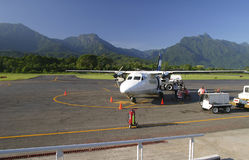 San Pedro Sula. Small inter island plane awaits instruction against the beautiful mountainous backdrop in San Pedro Sula, Honduras Royalty Free Stock Photos