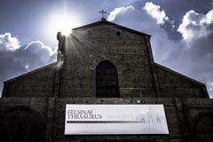 San Petronio den huvudsakliga kyrkan av bolognaen Arkivfoto