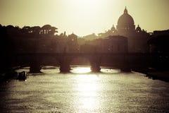 SAN Pietro στη Ρώμη αναδρομικά φωτισμένη Στοκ εικόνα με δικαίωμα ελεύθερης χρήσης