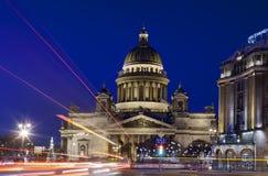 San Pietroburgo quadrato della st Isaac, Russia, notte di San Silvestro vicino Immagini Stock