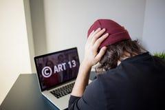 SAN PIETROBURGO, RUSSIA - 1? APRILE 2019: L'articolo 13 l'emendamento ai materiali vietati di media di legislazione di UE fotografia stock