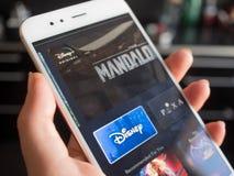 SAN PIETROBURGO, RUSSIA - 12 APRILE 2019: Nuovo servizio da Disney, dai film e dalla serie televisiva dalla sottoscrizione immagine stock libera da diritti