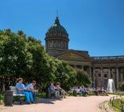 San Pietroburgo, Russia - 17 giugno 2017: Cattedrale di Kazan Nella priorità alta c'è un parco davanti alla cattedrale Immagini Stock
