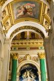 SAN PIETROBURGO, RUSSIA - 10 settembre 2013 San interno Isaac Cathedral assolutamente decorato con le pitture ed i bassorilievi, Immagine Stock Libera da Diritti