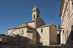 SAN QUIRICO D ` ORCIA,意大利- 2016年10月30日-中世纪天主教会在托斯卡纳, la Collegiata 库存照片