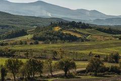 SAN QUIRICO D& x27; ORCIA, TOSCANA/ITALIA - 31 OTTOBRE 2016: Bello paesaggio toscano vicino a San Quirico D& x27; Orcia Immagini Stock
