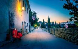 San Quirico D'orcia vid natt, Tuscany fotografering för bildbyråer