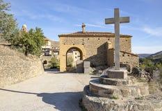 San Roque Hermitage en la ciudad de Mirambel, provincia de Teruel, Aragón, España fotografía de archivo