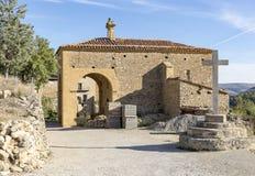 San Roque Hermitage en la ciudad de Mirambel, provincia de Teruel, Aragón, España imagen de archivo