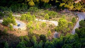 San Salvador Mallorca Het cirkelen van windende route tot bovenkant van heuvel in majorca stock fotografie