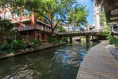 San scénique célèbre Antonio River Walk dans le Texas photos stock