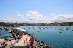 SAN SEBASTIÁN, SPANIEN am 12. Juli 2015, Ansicht des Strandes lizenzfreie stockbilder