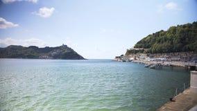San Sebasti n jest miejscowością wypoczynkową na zatoce Biskajski w Hiszpania s górzystym Baskijskim kraju zdjęcie wideo
