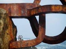 San Sebastian Donostia Seaside Sculpture na cidade norte da Espanha imagens de stock royalty free