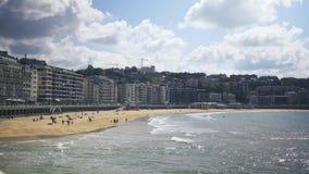 San Sebastian jest miejscowością wypoczynkową na zatoce Biskajski w Hiszpania s górzystym Baskijskim kraju Morze zbiory