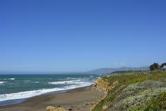 San Simeon Coastline em março Foto de Stock Royalty Free