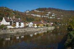 San-Ursanne con il fiume il Doubs Fotografie Stock