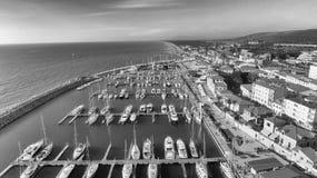 San Vincenzo, Itália Cidade como visto do ar Imagens de Stock