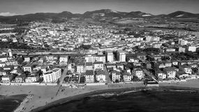 San Vincenzo, Italië Stad zoals die van de lucht wordt gezien Stock Fotografie