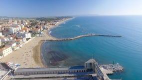 San Vincenzo, Italie Ville comme vu de l'air Image stock