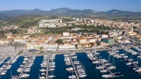 San Vincenzo, Italien Stadt, wie von der Luft gesehen Lizenzfreies Stockfoto