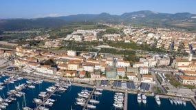 San Vincenzo, Italien Stadt, wie von der Luft gesehen Stockbild