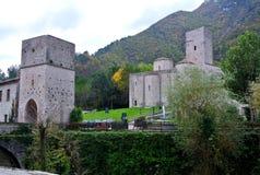 San Vittore abbotskloster, Marche, Genga, Italien Arkivbilder