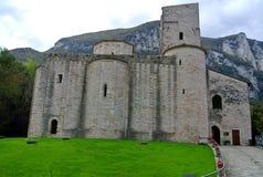 San Vittore abbotskloster, Marche, Genga, Italien Arkivfoto