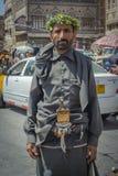 SANAA YEMEN - Februari, 20: Traditionellt klädd yemeni man in Arkivbild