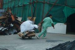 Sanacja pracownik wlec śmieci Zdjęcie Royalty Free