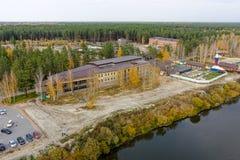Sanatorio della stazione termale con lo stagno di acqua geotermico Tjumen' fotografia stock libera da diritti