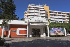 ` Sanatorium ` Yuzhnoe Vzmorye in der Erholungsortregelung Adler, Sochi, Krasnodar-Region, Russland Stockfotografie