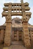 Sanchi Stupa, старое буддийское здание, тайна вероисповедания, высекло камень Назначение перемещения в Madhya Pradesh, Индии стоковые изображения