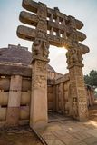 Sanchi Stupa, Madhya Pradesh, Ινδία Αρχαίο βουδιστικό κτήριο, μυστήριο θρησκείας, χαρασμένη πέτρα Ουρανός ανατολής Στοκ φωτογραφία με δικαίωμα ελεύθερης χρήσης