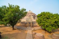 Sanchi Stupa, Madhya Pradesh, Индия Старое буддийское здание, тайна вероисповедания, высекло камень Небо восхода солнца Стоковое фото RF