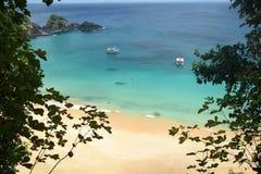 Sancho海滩在费尔南多・迪诺罗尼亚群岛,巴西 免版税图库摄影