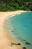 Sancho海滩在费尔南多・迪诺罗尼亚群岛,巴西 免版税库存照片
