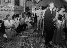 Sanctifie des diplômés dans l'église photo libre de droits